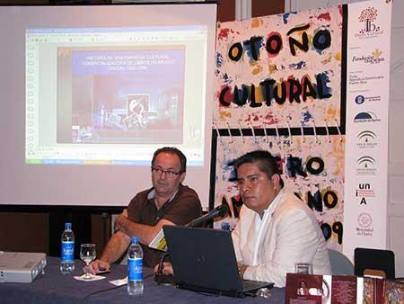 Uberto Stabile (organizador del Foro de Bibliodiversidad) y Jorge Henrández,  de la empresa distribuidora mexicana, Educal. Foto:JAL
